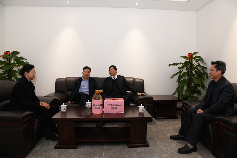 集团公司领导春节前走访慰问生活困难 党员、老党员、老干部和生活困难职工