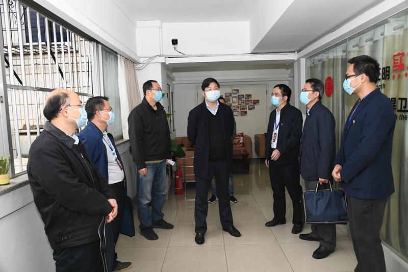 容贤标到南国体投集团、广西工美院调研疫情防控工作和复产复工情况