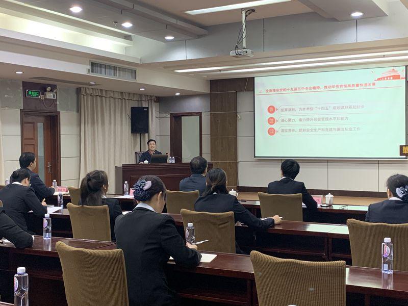 潘鸣到华侨宾馆党支部宣讲党的十九届五中全会精神
