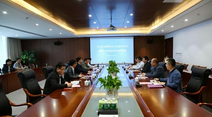潘鸣与柳州市人民政府副市长王鸿鹄交流座谈